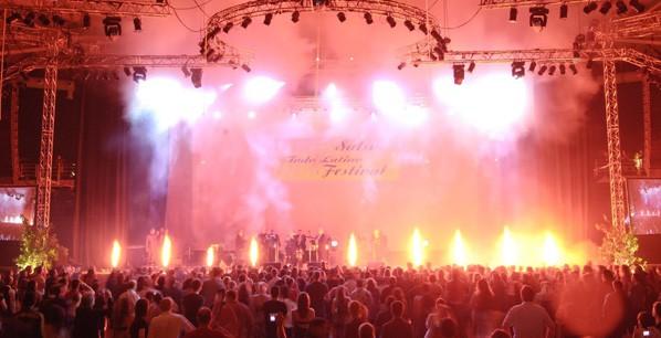 Πίδακες φωτιάς σε συναυλία 2