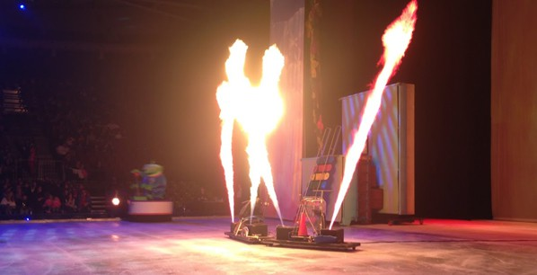 Πίδακες φωτιάς στο stage
