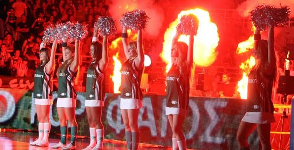 Πίδακες φωτιάς στις Cheerleaders