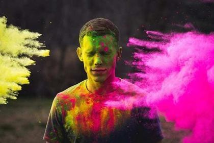 Χρωματιστή Πούδρα στη Μόδα
